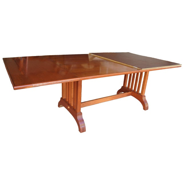 https://chairish-prod.freetls.fastly.net/image/product/sized/e20a851b-4261-46bc-a3ea-97be92103ad1/pennsylvania-house-shaker-dining-table-and-chairs-7383?aspect=fit&width=640&height=640