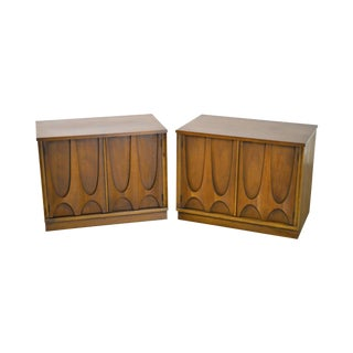 Broyhill Brasilia Mid Century Modern Pair of Walnut Nightstands For Sale