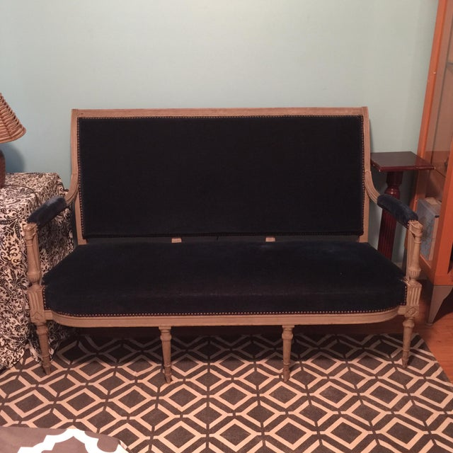 French Neoclassical French Blue Velvet Settee For Sale - Image 3 of 7