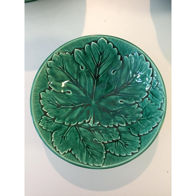Wedgwood of Etruria & Barlaston Emerald Grape Leaf Bowls - 18 Plates - Image 4 of 5