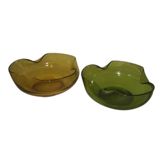 Emerald Green and Golden Amber Vintage Ruffle Bowls - a Pair For Sale