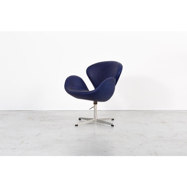 1950s Set of Arne Jacobsen Swan Chairs For Sale - Image 5 of 11