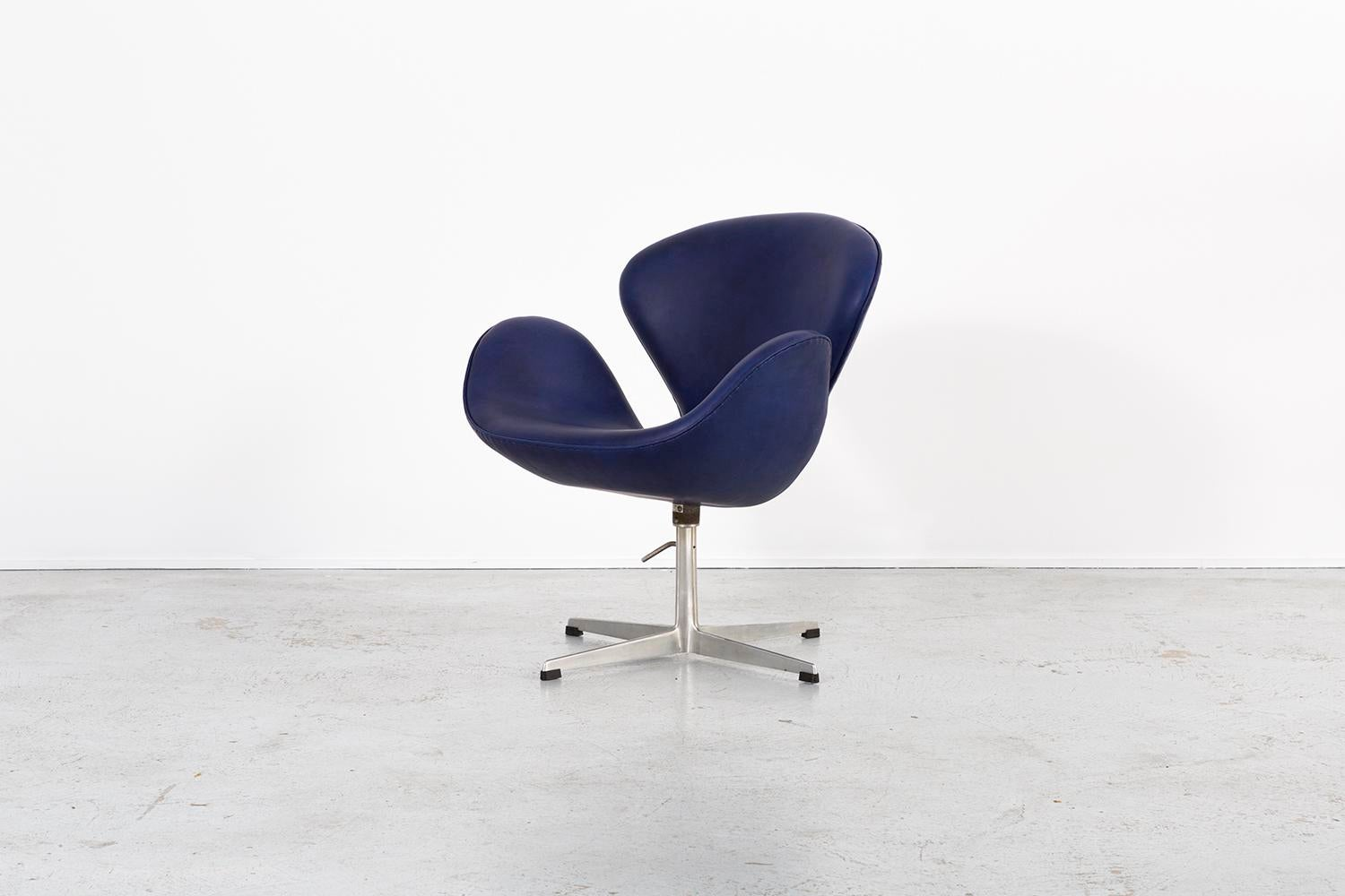 Set Of Arne Jacobsen Swan Chairs   Image 5 Of 11