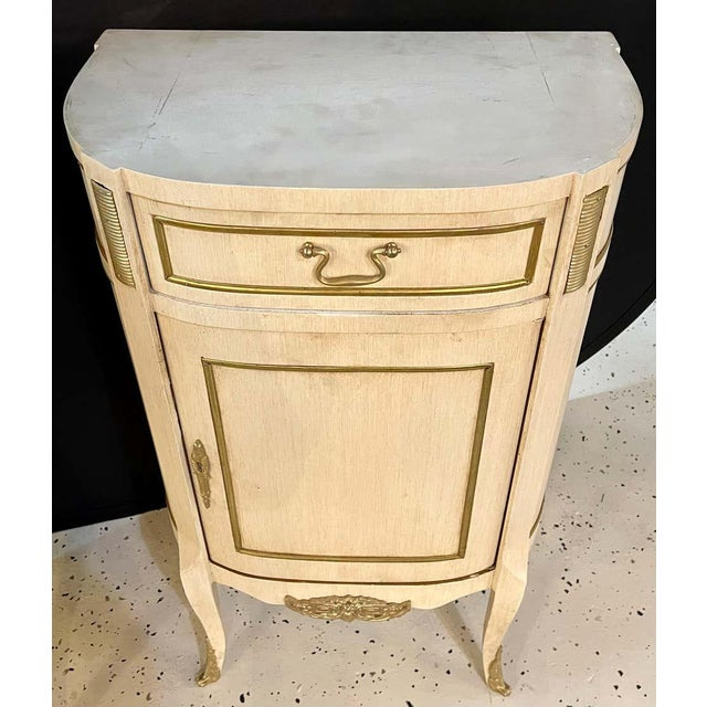 Hollywood Regency Painted End Tables, Nightstands or Pedestals, a Pair For Sale In New York - Image 6 of 13