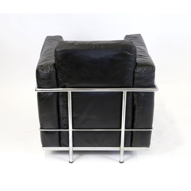 Vintage Le Corbusier Style Black Leather Club Chair From Jfk Concorde Room For Sale - Image 5 of 11