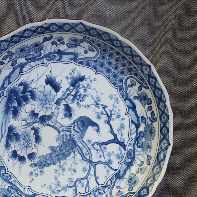 Chinese Blue and White Charger With Scalloped Edges For Sale In New York - Image 6 of 9