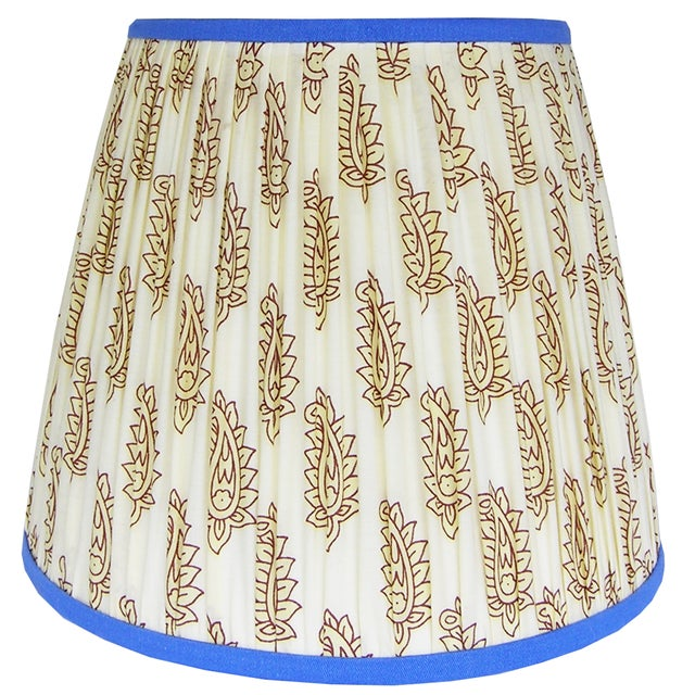 Metal Cream Paisley Pleated Lamp Shade With Blue Trim For Sale - Image 7 of 8