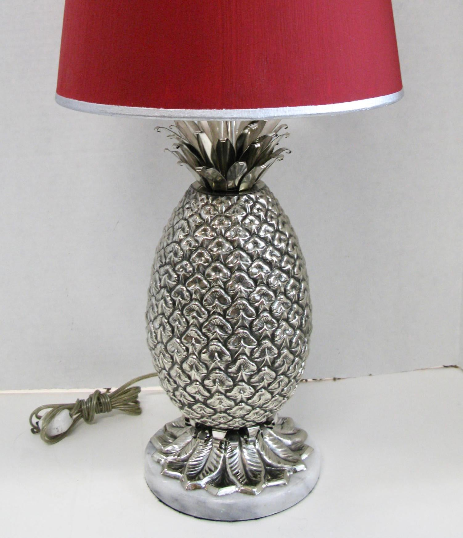 Hollywood Regency Italian Silver Plated Pineapple Table Lamp U0026 Original Red  Shade For Sale   Image