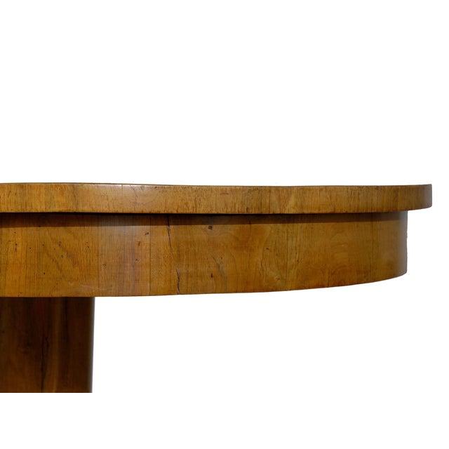 19th Century Austrian Biedermeier Walnut Antique Round Center Table For Sale - Image 4 of 13