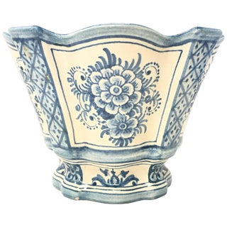20th Century Spanish Blue White Cache Pot, Scalloped Edges & Hand-Painted Fleurs For Sale
