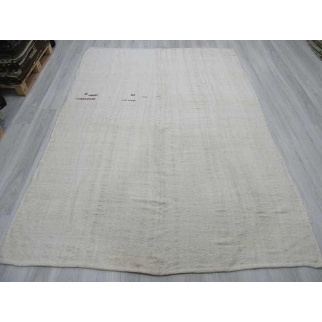 Mid-Century Modern Vintgage white Turkish hemp kilim rug For Sale - Image 3 of 6