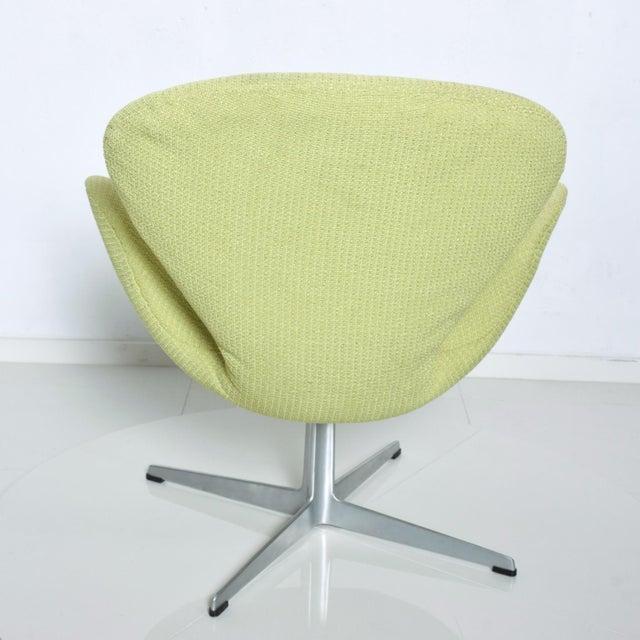Metal Mid Century Modern Original Iconic Swan Chairs Arne Jacobsen for Fritz Hansen For Sale - Image 7 of 11
