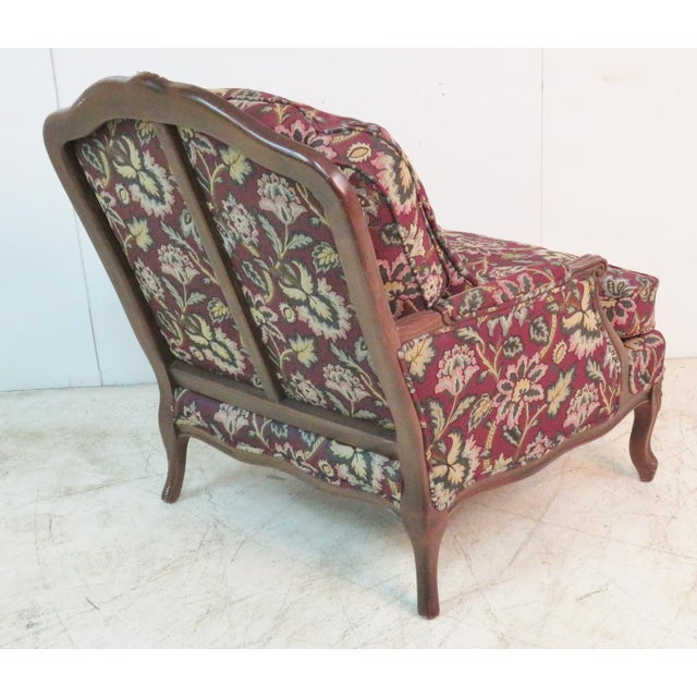 French Louis XV Style Walnut Bergeres With Ottoman - Set of 3 For Sale - Image 3 of 7