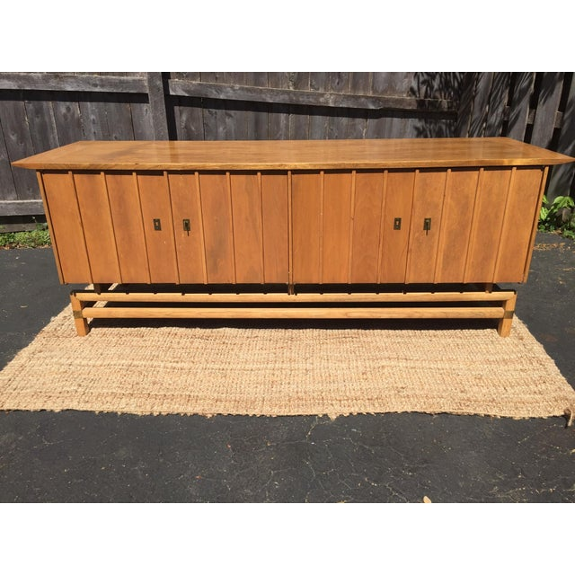 Asian Vintage Mid-Century Chinoiserie Buffet For Sale - Image 3 of 7