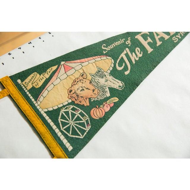Old New House Vintage Souvenir of the Fair Syracuse Felt Flag Pennant For Sale - Image 4 of 5