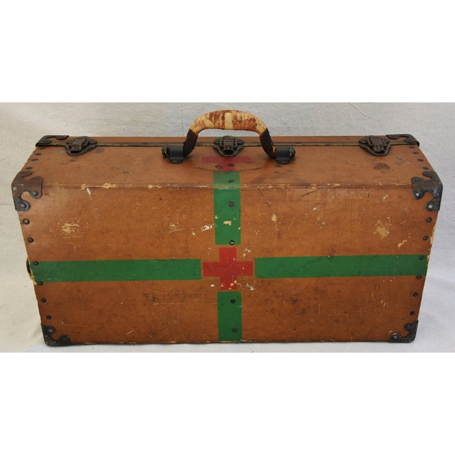 Circa 1940s Military Medical Suitcase w/ Cross For Sale - Image 10 of 11