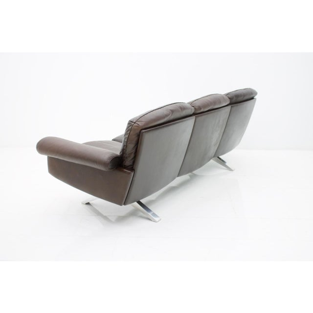 De Sede De Sede Leather Sofa Ds 31 With Chrome Base, Switzerland, 1970s For Sale - Image 4 of 9