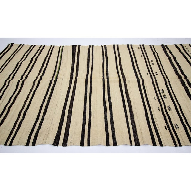 Contemporary 1960s Vintage Striped Natural Turkish Kilim Rug- 5′6″ × 11′8″ For Sale - Image 3 of 7