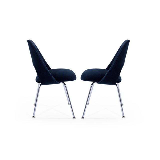 Eero Saarinen for Florence Knoll Executive Navy Blue Velvet Side Chairs - Set of 4 For Sale In New York - Image 6 of 10