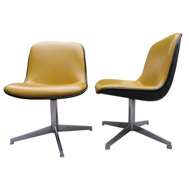 Mid-Century Modern Vintage Steelcase Swivel Chairs - A Pair For Sale - Image 3 of 13