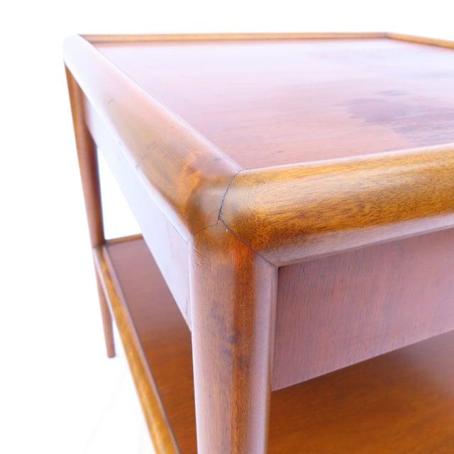 1950s t.h. Robsjohn-Gibbings for Widdicomb Tapered Single Drawer Side Table For Sale - Image 5 of 10