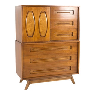 1960s Mid-Century Modern Young Manufacturing 2-Piece Walnut Highboy Dresser For Sale