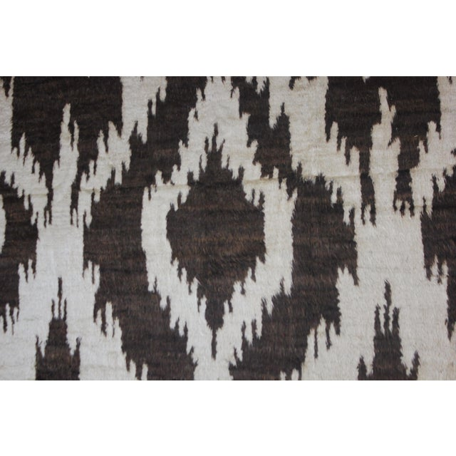 Boho Chic Aara Rugs Hand Knotted Ikat Rug- 10′5″ × 14′1″ For Sale - Image 3 of 4