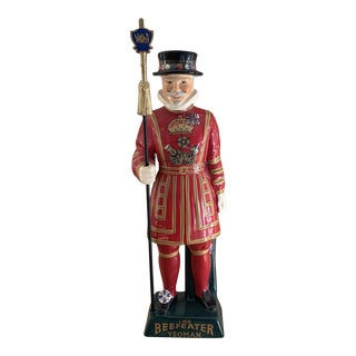 Vintage English Beefeater Yoeman Ceramic Gin Decanter For Sale