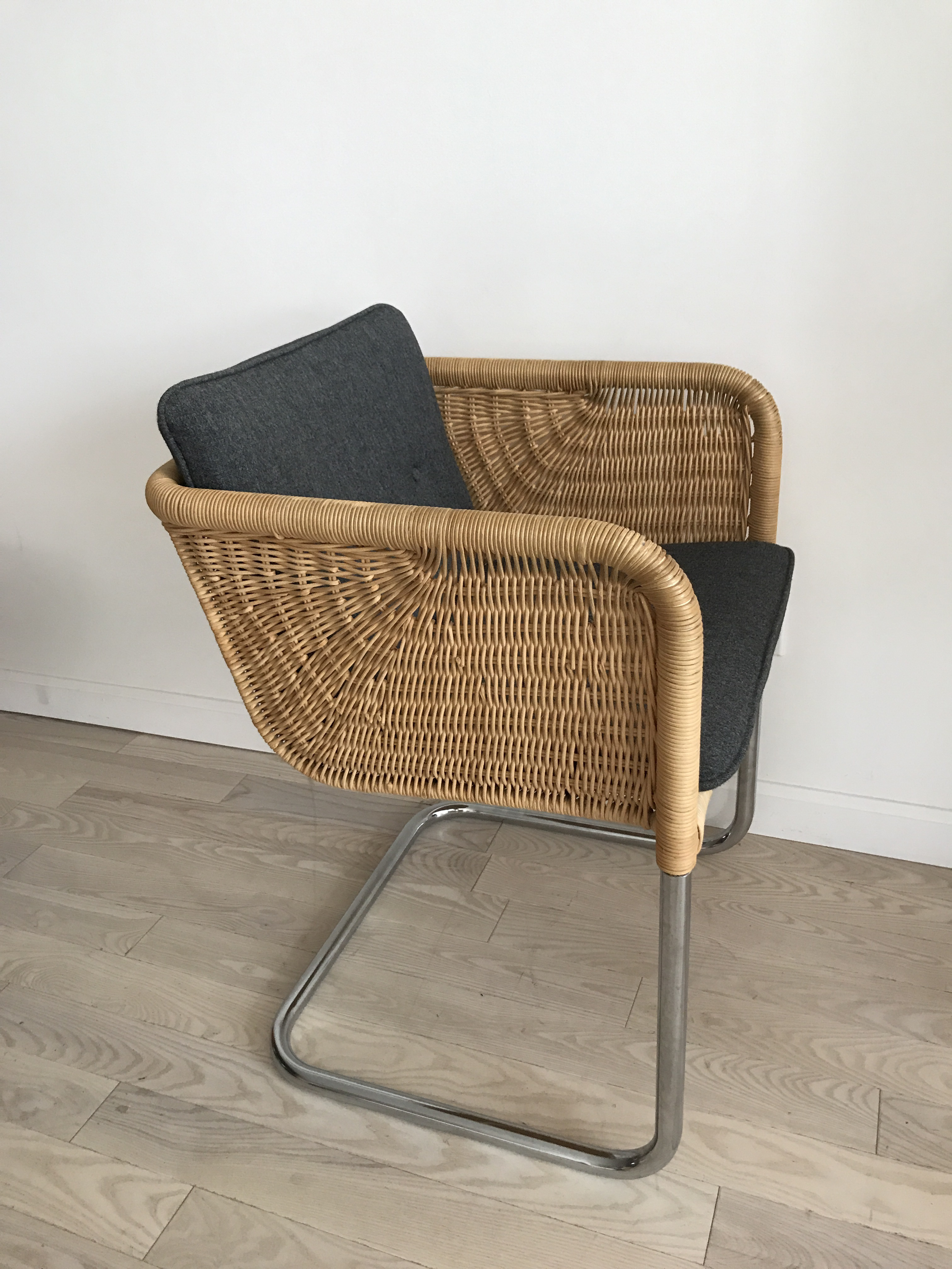 Harvey Probber Wicker Cantilever Chair With Cushions   Image 4 Of 11