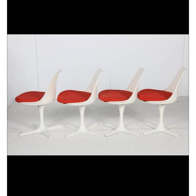 Set of four amazing shell swivel chairs in the style of Eero Saarinen. Origional red linen upholstery, good shape could...
