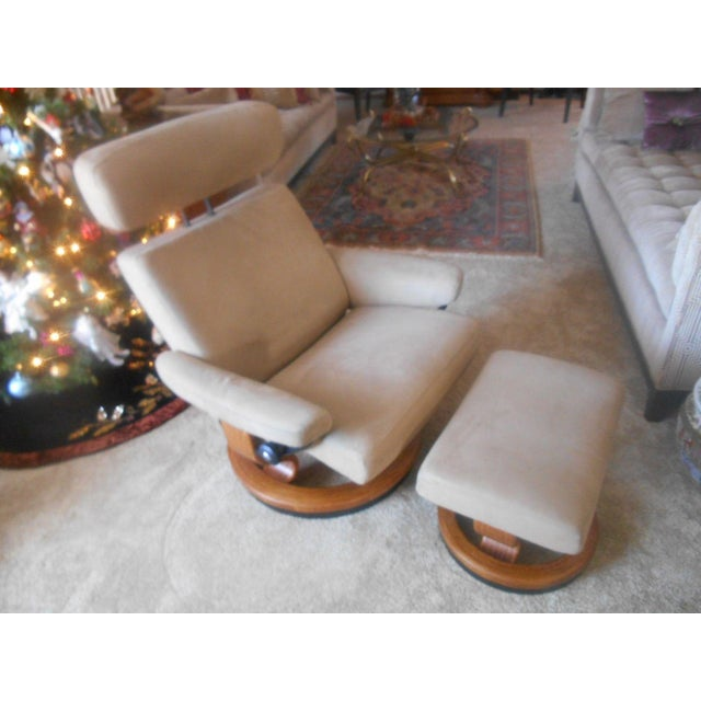 Beautiful Ekornes Stressless Recliner & ottoman from Norway. In the Taurus Large style which means it's a largest in this...