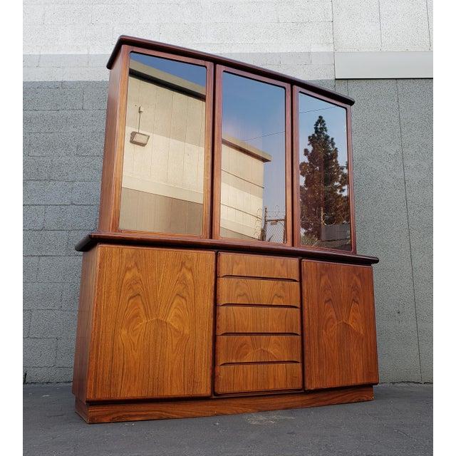 Mid 20th Century Skovby Rasmus Danish Rosewood Display Cabinet For Sale In Los Angeles - Image 6 of 6
