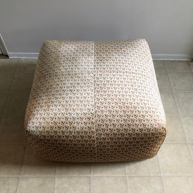 """Mid-Century Modern Original """"Le Bambole"""" Sofa With Ottoman - 2 Pieces For Sale - Image 3 of 13"""