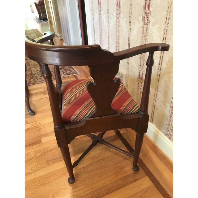 Hickory Chair Furniture Company Vintage Mahogany Corner Chair 1776 For Sale - Image 4 of 9