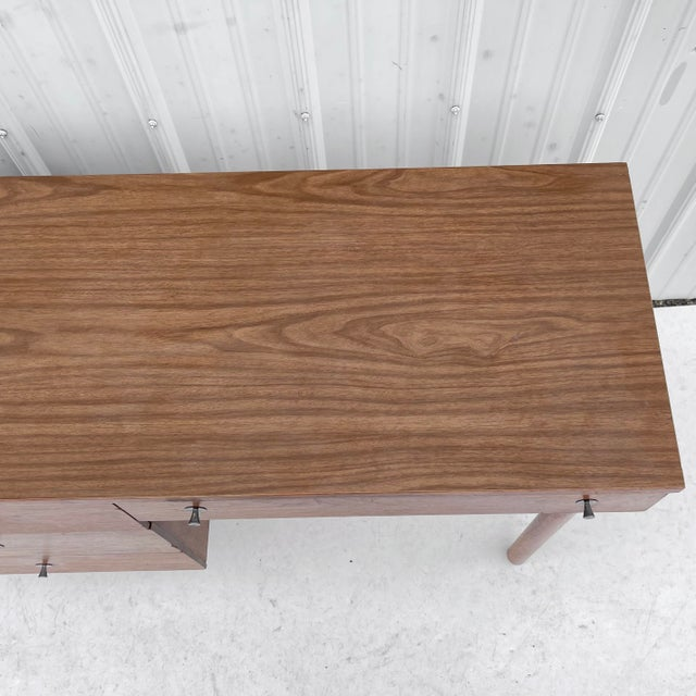 1960s Wood Mid-Century Modern Writing Desk For Sale In New York - Image 6 of 13