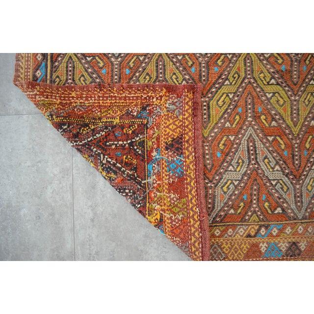 "Salmon Antique Turkish Kilim Rug Hand Woven Wool Jajim Braided Area Rug - 5'6"" X 8'3"" For Sale - Image 8 of 10"