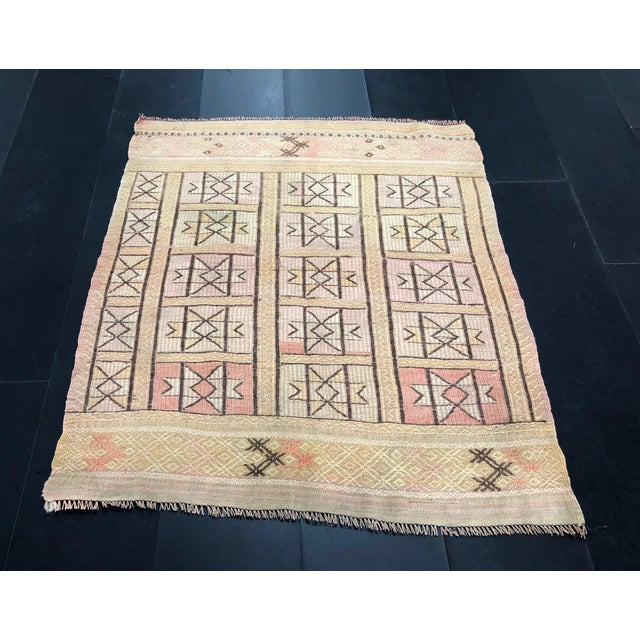"1960s Vintage Beige Turkish Traditional Kilim Rug- 3'11"" x 4'5"" For Sale - Image 11 of 11"