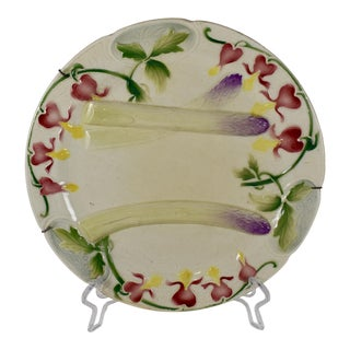 K&g St. Clément French Faïence Bleeding Heart Asparagus Plate W/ Custom Hanger For Sale