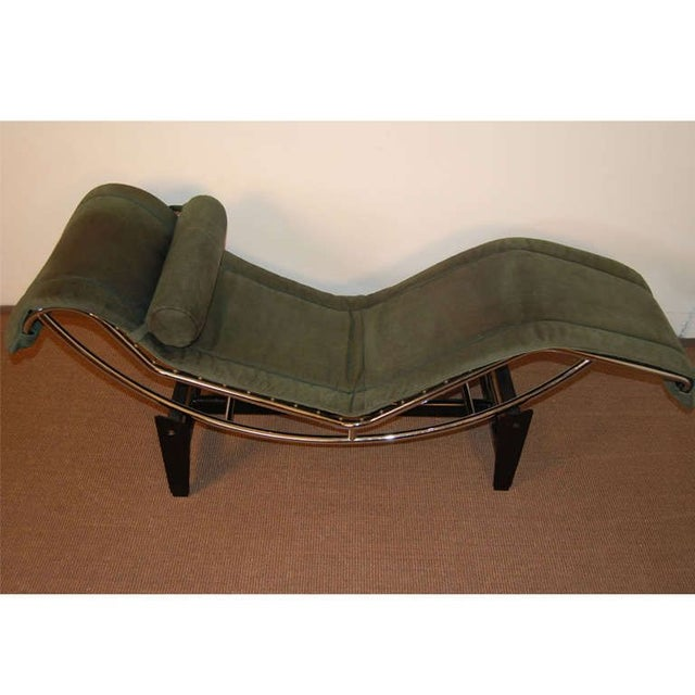 Bauhaus Le Corbusier LC4 Green Leather Chaise Longue For Sale - Image 3 of 7