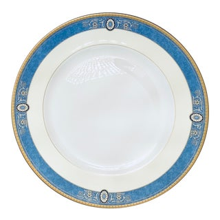 English Traditional Wedgwood Madeleine China Dinner Plate - 4 Available Rare Discontinued Pattern For Sale
