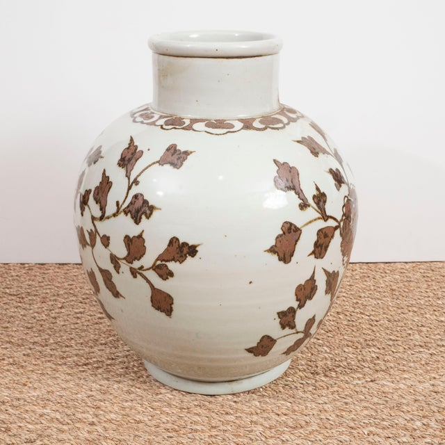 Large Brown and White Chinese Export Vases - A Pair For Sale In New York - Image 6 of 8