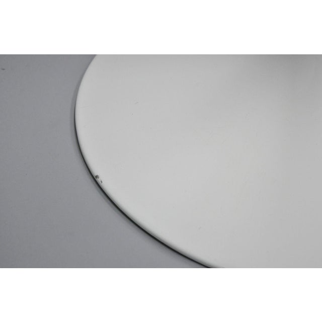 """Early 21st Century Contemporary Modern White Saarinen Style Tulip Base 47"""" Round Dining Table For Sale - Image 5 of 12"""