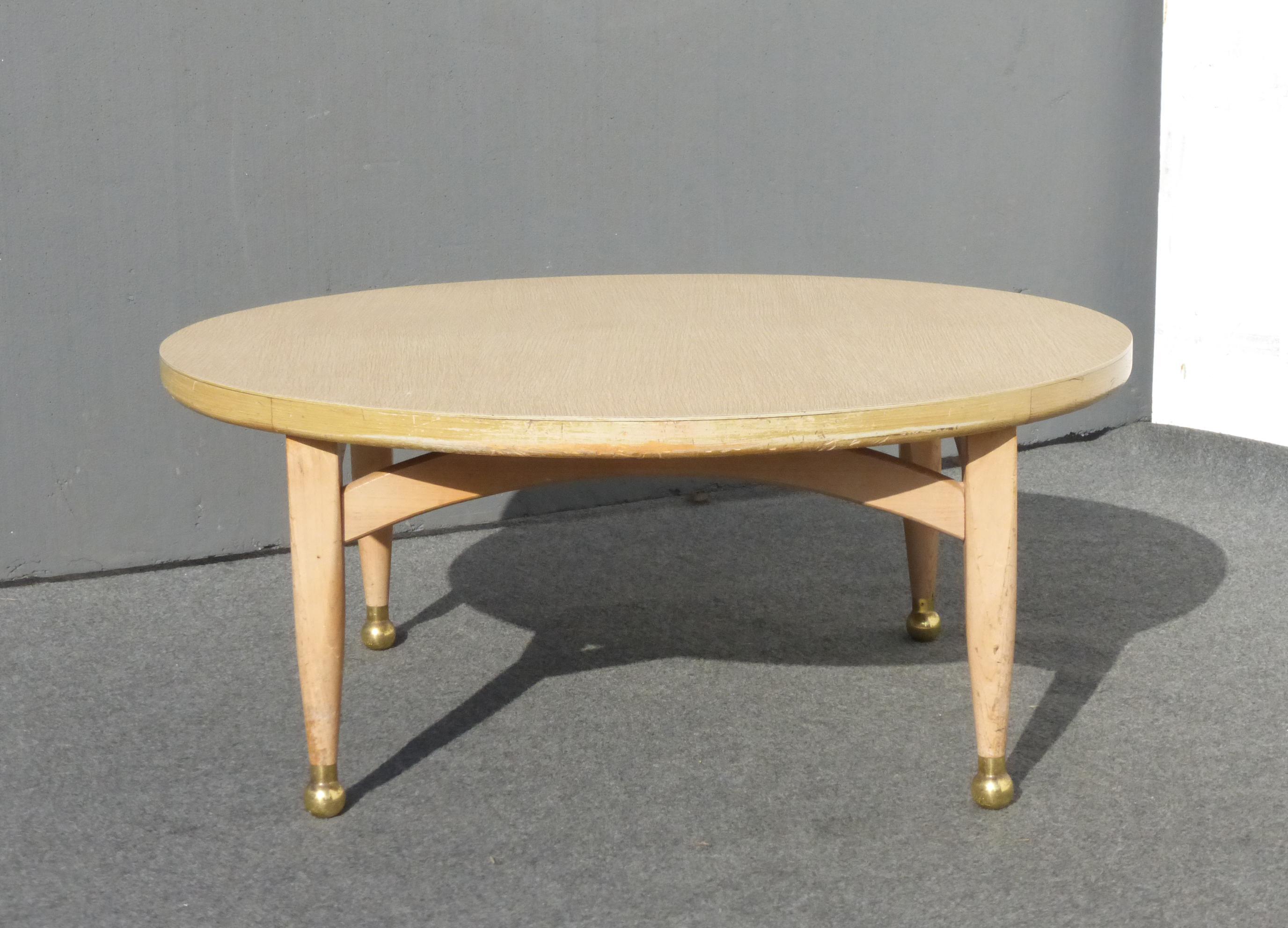 Attirant Vintage Danish Mid Century Modern Style Round COFFEE TABLE Peg Leg U0026 Gold  Feet Stylish Coffee