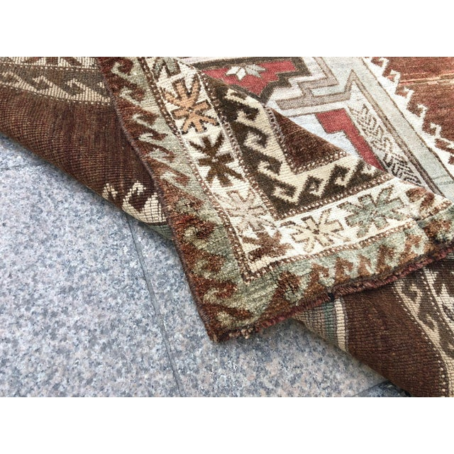 Rustic 1960s Vintage Handmade Turkish Bohemian Wool Rug- 4′5″ × 8′4″ For Sale - Image 3 of 11