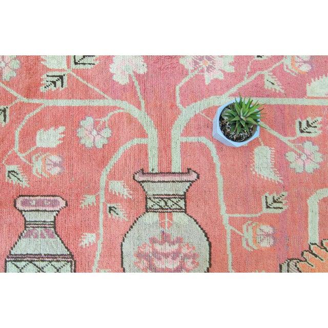 Vintage 1920s Samarkand Khotan Salmon Mint Floral Vases Handwoven Wool Rug - 4′10″ × 8′ For Sale - Image 9 of 11