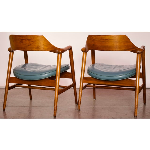 Wood 1960s Vintage Gunlocke Co. Walnut Armchairs - a Pair For Sale - Image 7 of 12
