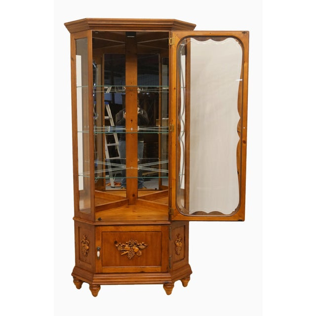 20th Century French Country Pulaski Furniture Display Curio Cabinet For Sale - Image 4 of 10
