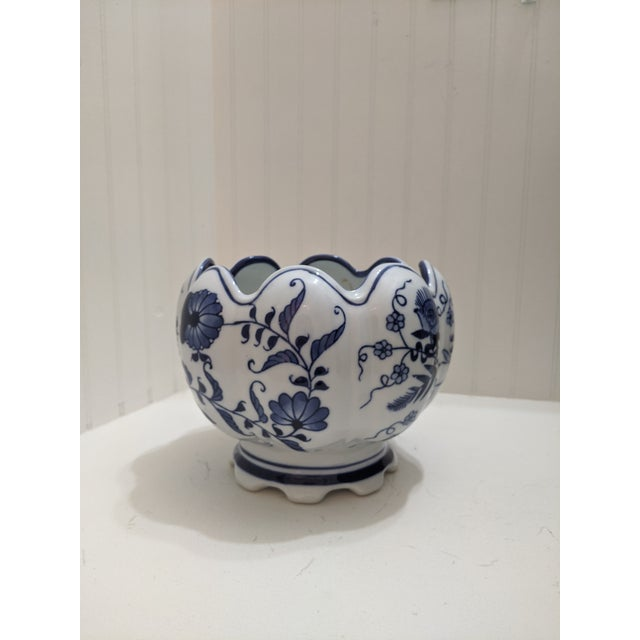 Asian Blue & White Floral Scalloped Porcelain Bowl For Sale In Miami - Image 6 of 6