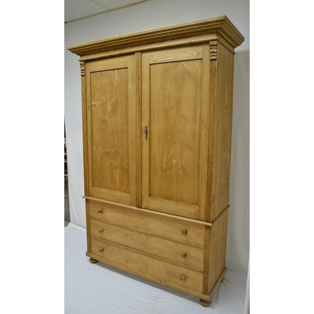 Antique pine linen presses can be hard to find and very expensive when you find them. Using design features and methods of...