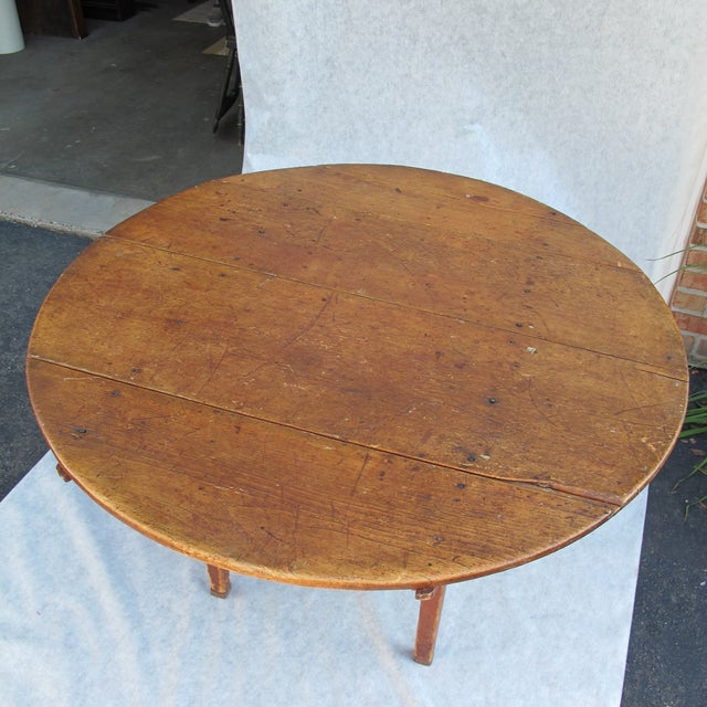 18th-Century New England Round Hutch Table For Sale - Image 11 of 11